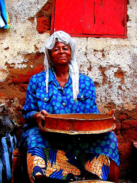 FEMME CAMEROUNAISE
