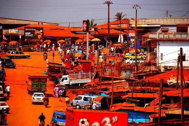 Kumbo Ville du Cameroun Kumbo, aussi appelé Banso, est situé dans la region du Nord-Ouest au Cameroun et est le chef lieu du département du Bui. La ville est située à une altitude d'environ 2000 mètres. La population de Kumbo est majoritairement d'origine nso