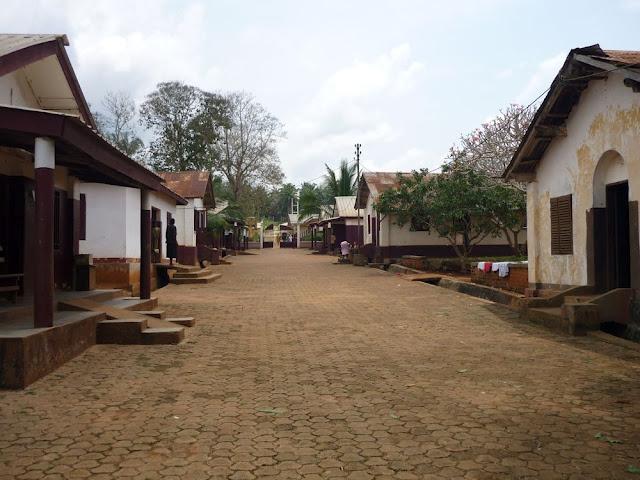 Quartier des infirmiers sur le site d Ayos