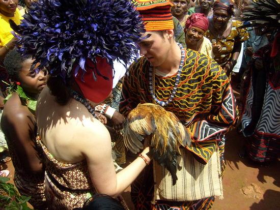 L AMOUR, LA JOIE, LE PARTAGE, ENTRE MODERNITE ET TRADITION SUR LES CHEMINS DU CAMEROUN