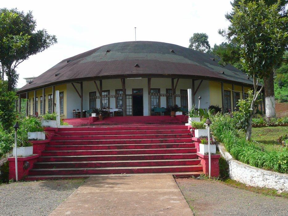 Region ouest du Cameroun, vue de l entree du centre climatique de Dschang construction coloniale francaise batit pour les officiers francais ne pouvant rentrer en France lors de la 2me guerre mondiale