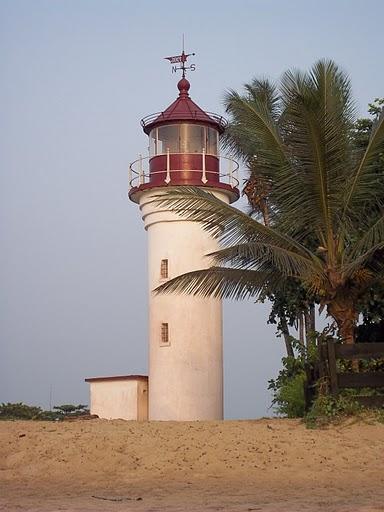 Region sud du Cameroun Vue du phare colonial allemand de la ville de Kribi